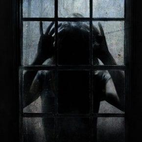 Страшные приметы: когда и почему нельзя смотреть в окно