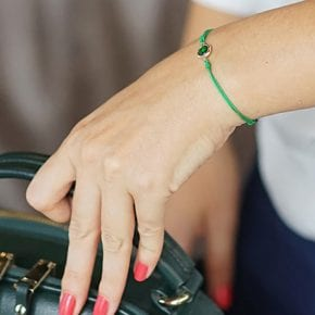 Какого цвета нить необходимо носить на запястье для привлечения правильной судьбы