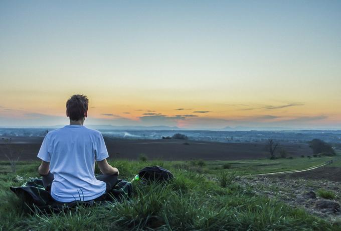 Как правильно медитировать для избавления от тревоги (всего за 5 минут)