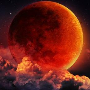 Кровавое лунное затмение 27 июля. Чем грозит нам это явление?