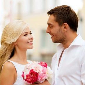 Что мгновенно привлекает мужчин в женщине?
