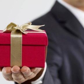 Какой подарок понравится женщине согласно ее знаку Зодиака?