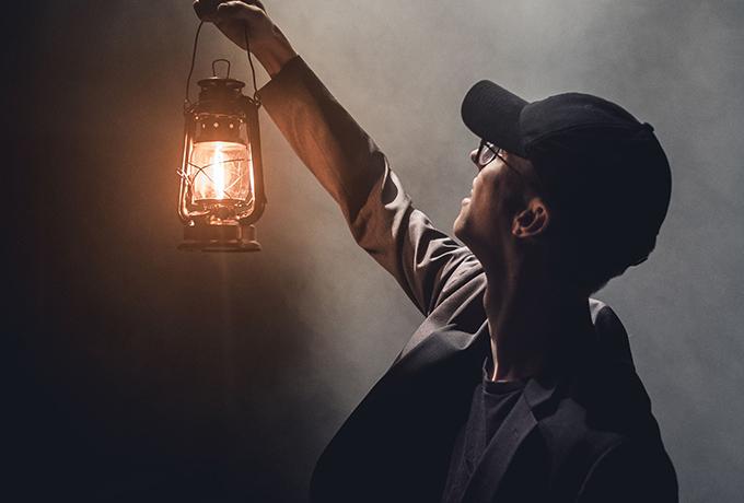 Эффект прожектора: почему нам так сложно быть на виду у всех