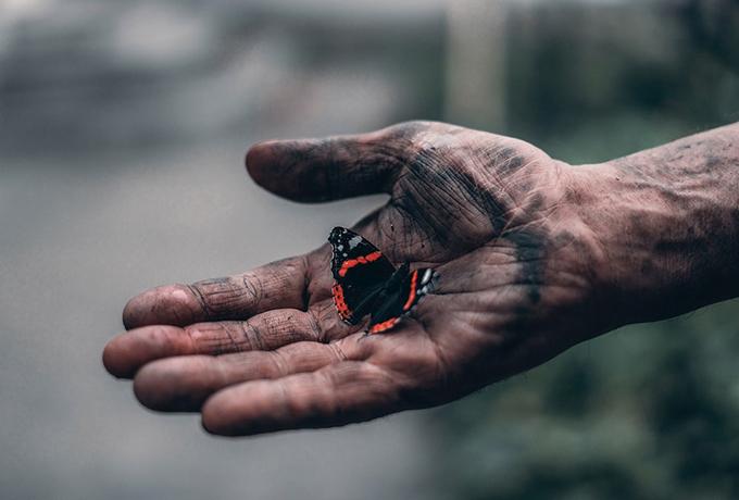 Смысл жизни – помогать, а не искать счастье