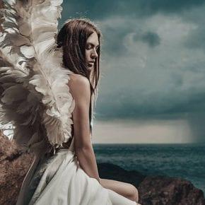 Если ему нравятся только ангелы со сломанными крыльями – пора уходить