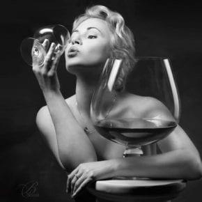 Стихотворные алкогольные советы на 8 марта для разных знаков Зодиака!