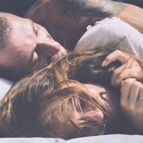 13 признаков того, что он действительно любит вас (и это пугает его)